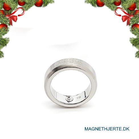 Moderne ring i ædelstål fra Magnethjerte