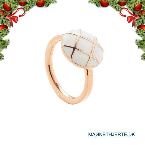 En rosaforgyldt ring med hvid emalje fra Magnethjerte