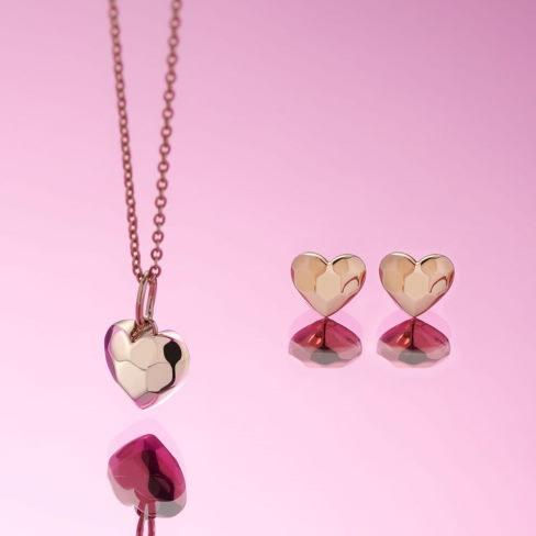Matchende vedhæng og ørestikker fra Magnethjerte - den rigtige gave til Valentinsdag